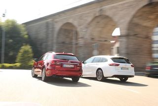 Mazda 6 gegen OpelInsignia: Welcher Kombi hat die Nasevorn?