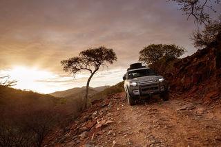 Land Rover Defender 110: In Namibia darf sich der Neue offroad bewe...