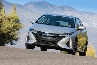 Erste Fahrt im Toyota Prius-Plug-In - Der Weltmeister sucht den Ans...