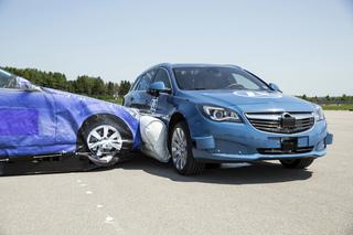 ZF zeigt den ersten Außen-Airbag für den Seitenaufprall  - Vorsorgl...